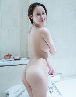 上海模特雯雯真空大尺鲍鱼女寸人体摄影