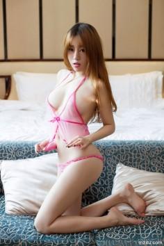 性感妹子王语纯粉红透视睡衣美图,大秀魔鬼身材