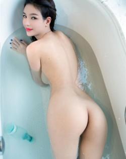 90后模特郑瑞熙浴室高清人体艺术写真