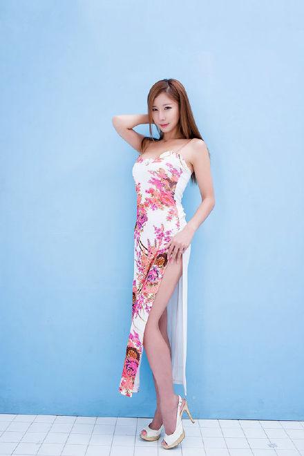 人体艺术日b 半裸的极品性感美女透明薄纱遮体诱
