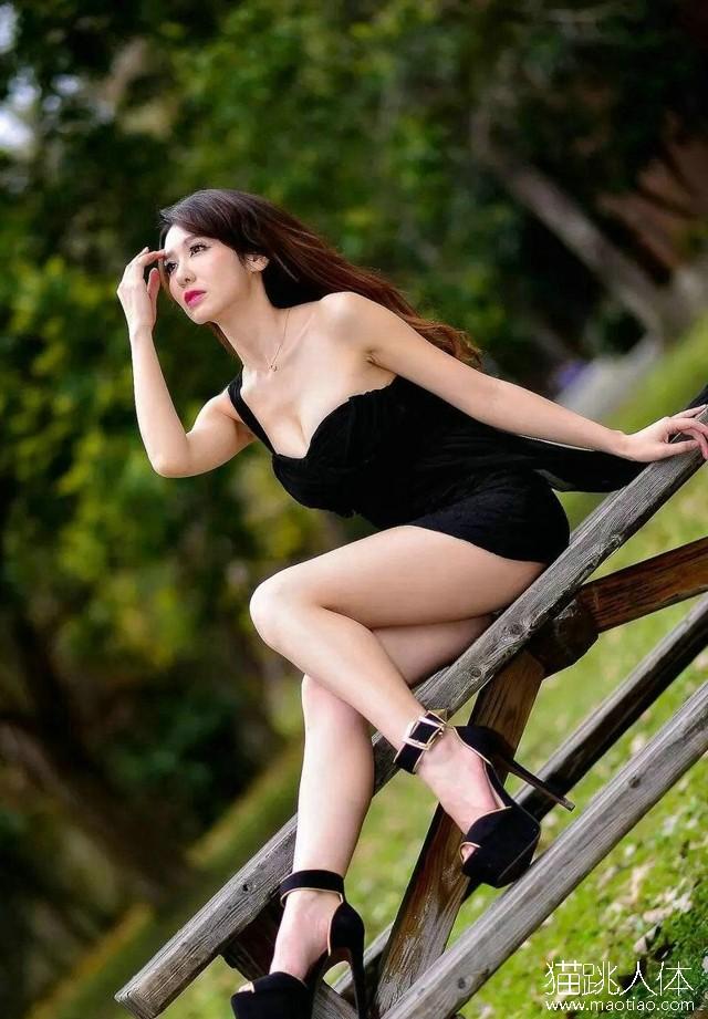 人体艺术0k 丽柜性感美女模特晴晴红酒诱惑人体