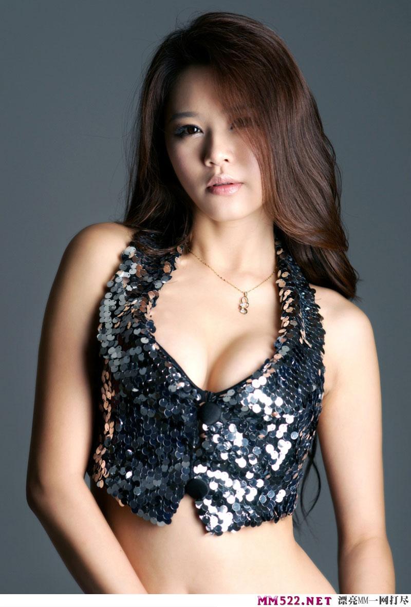 亚洲大胆人体摄影 性感爆乳黑色比基尼透视装美