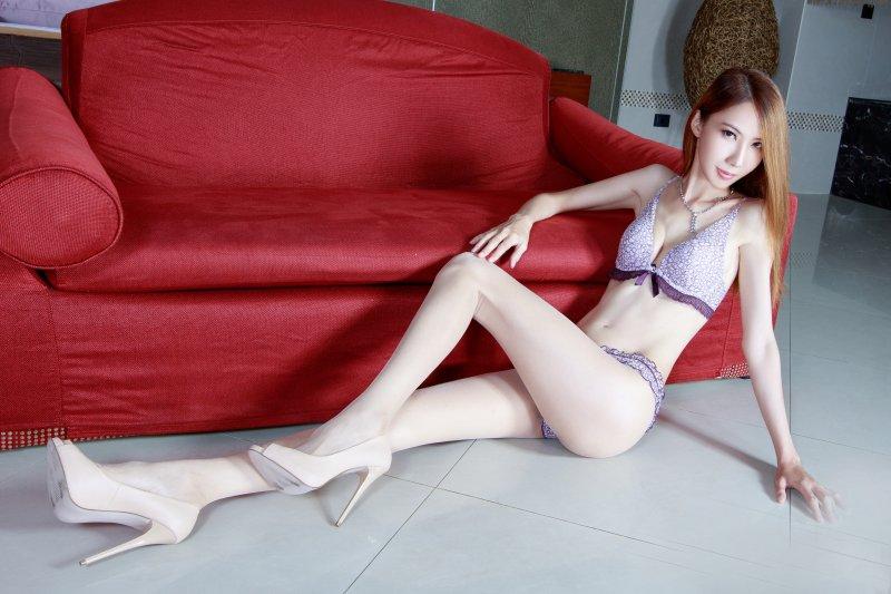 美少女浴室人体写真 游乐园里的性感模特佘贝拉