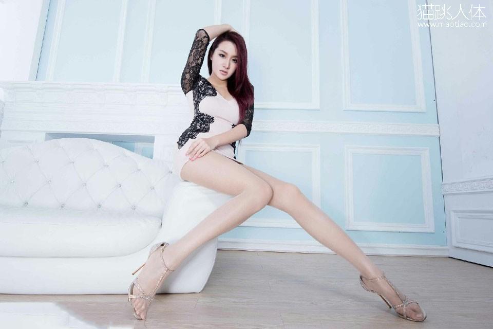 人体摄影艺求 粉嫩包臀连衣裙 性感白皙美腿嫩模