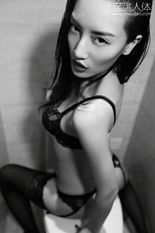 人体艺术模特大赛视频 户外人体艺术写真 美女乳