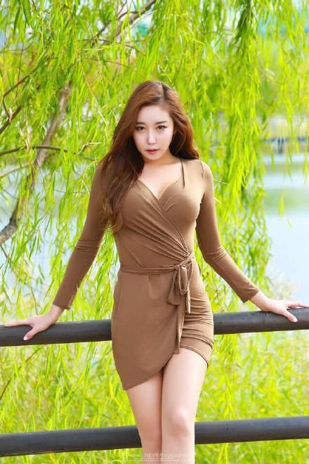 徐若萱人体艺术图片 美女穿黑色长筒袜图片另类