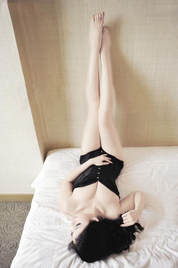 37人体艺术摄影网 极品美腿皇后Sammi肉丝制服美腿