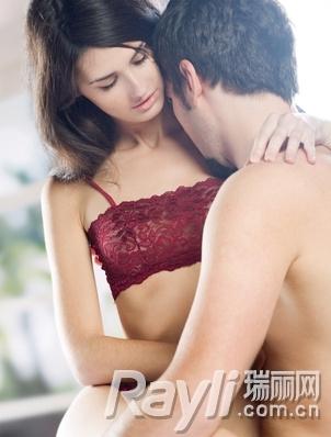 优优大胆美女图片 胸器逼人皮衣紧身的巨乳少女