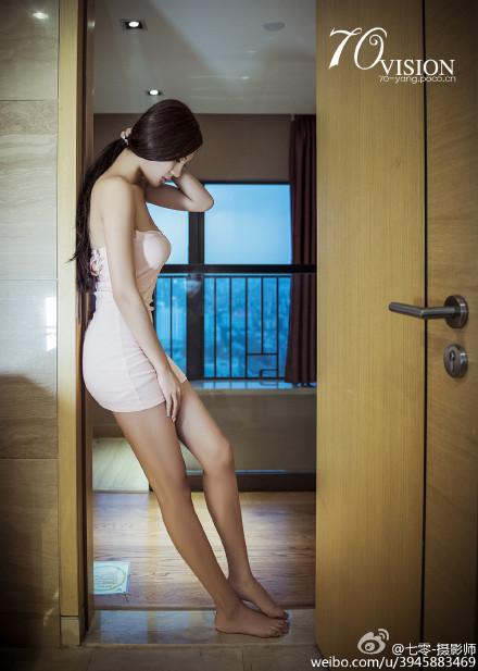 绝色人体图片 酒店搬运行李的客服请文明上网性