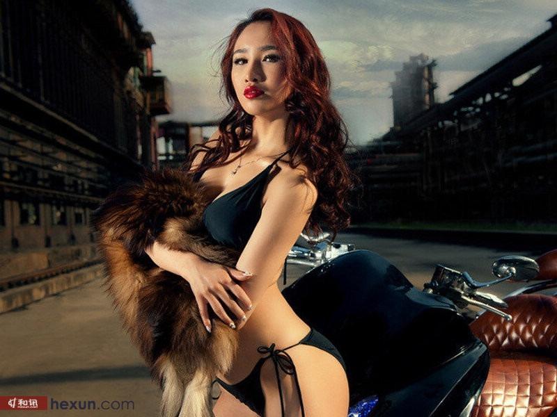 人体艺术图片免费下载 气质长发嫩模陈思琪傲人