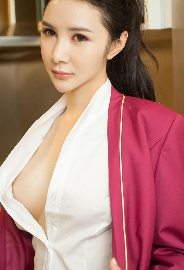 大胆美女人体色图 气质美女私房秀白嫩肌肤迷人