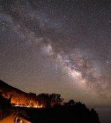 燕儿作品《夜幕下的加州》
