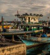 隽作品《Semporna Harbor》