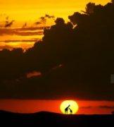 关健作品《肯尼亚火烧云》