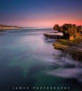 詹姆斯摄影作品《十六号海滩的龙头石》